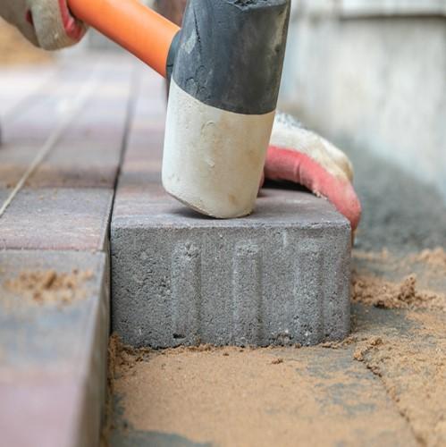 укладка тротуарной плитки на бетонное основания